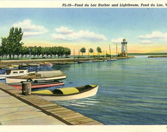 Fond du Lac Harbor and Lighthouse Wisconsin Vintage Postcard (unused)