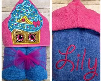 Cupcake Hooded Towel/ Cupcake Party/ Cupcake Girl/ Cupcake Costume/ Cupcake Favors/ Cupcake Gifts/ Shopping Birthday/ Beach Towel