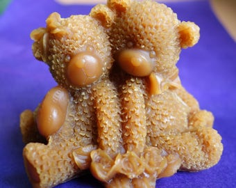 natural beeswax candle - couple sitting bears