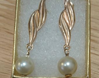 Vintage 9ct gold pearl drop earrings