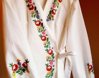Vintage Hungarian Blouse Floral handembroidered, Peasant blouse, Kalocsa floral peasant blouse, embroidered blouse, Hungarian embroidery