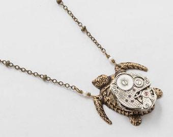 Collier tortue, collier Steampunk, pendentif tortue or avec mouvement de montre Vintage en argent et perle véritable sur chaîne de perles, bijoux en cadeau