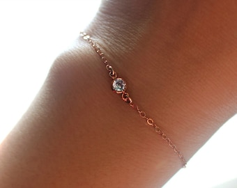Zierliche Rose Gold Rose Gold Charm Armband Rose Gold Solitaire Armband, zarte Rose Gold Schmuck, Rose Gold Kristall Armband