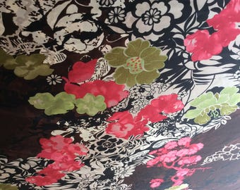 High quality silky sateen, very close to genuine silk sateen. Flowers.
