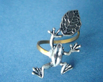 Frog ring with a leaf wrap style, adjustable ring, animal ring, silver ring, statement ring
