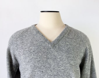 Vintage Lambs Wool Sweater / V-Neck / Gray Sweater / Men's Large 42 / Grey / Made in England