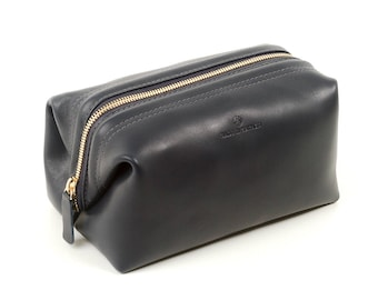 Dopp kit bag for men. Travel toiletry bag with wide opening construction. Made in Los Angeles.