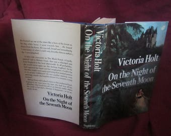 1972 ** On the Night of the Seventh Moon ** Victoria Holt **sj