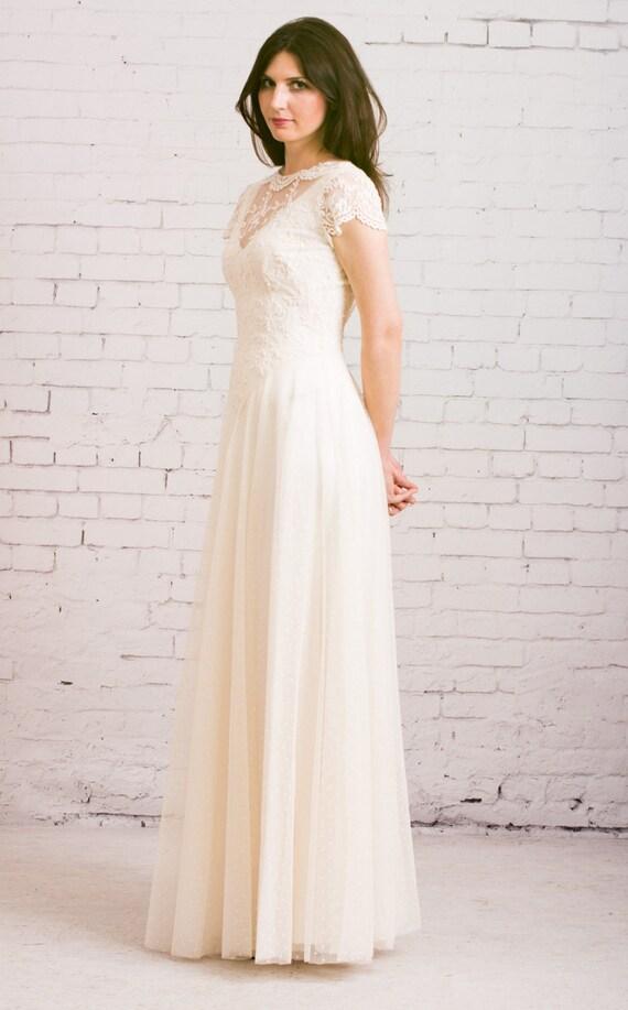 Open back wedding dress. Garden Wedding Dress. Backyard