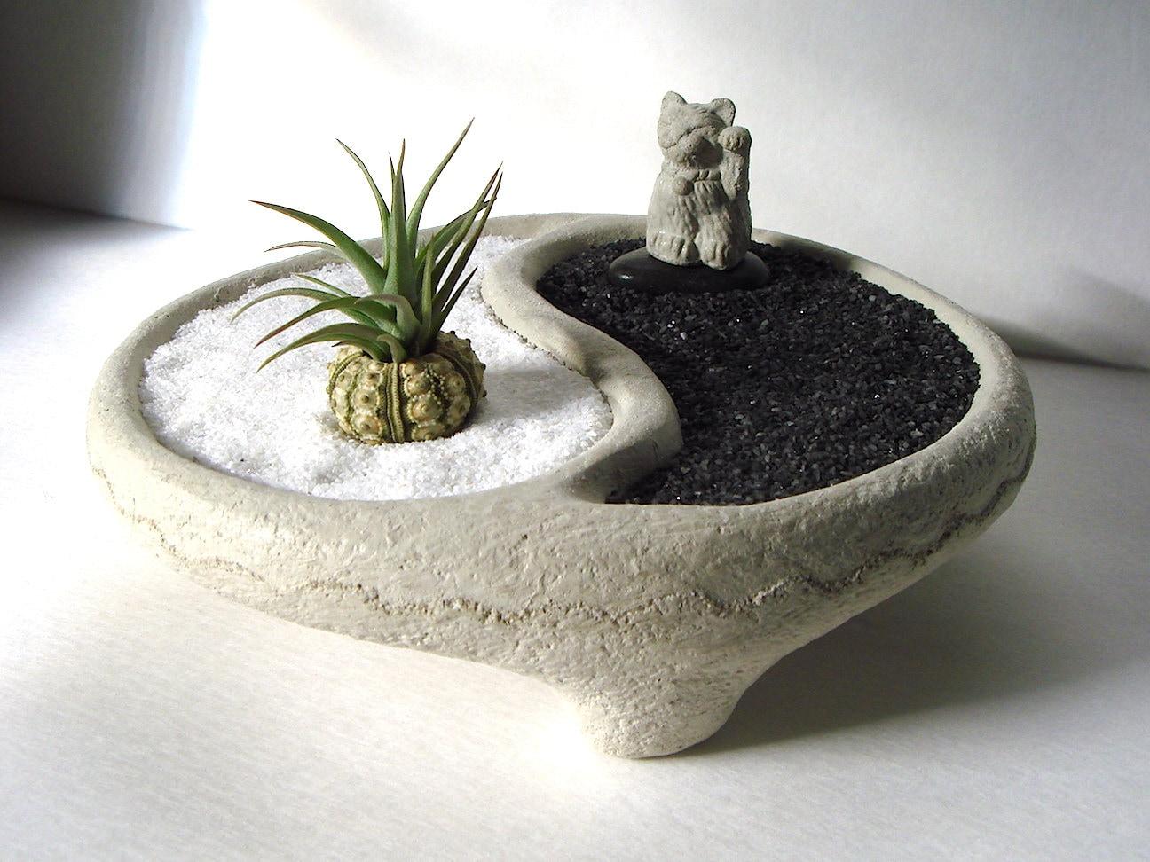 Yin yang bowl sweet mini lucky cat maneki neko air plant zen garden from tyberkatz on etsy studio - Zen garten miniatur set ...