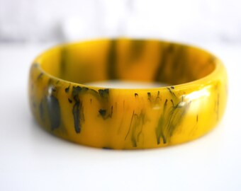 Bakelite Marbled Yellow Spinach Green Bakelite Bangle