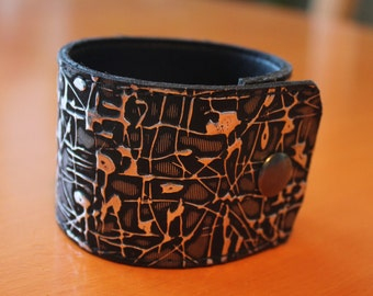 upcylced/recycled vinyl cuff in black & silver