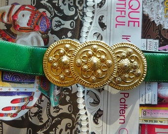 Chic 80s Kelly Green Leather Cinch Belt / Large BOLD GOLD Buckle / Small  Medium Adjustable 22 to 32 inch Max 1980s