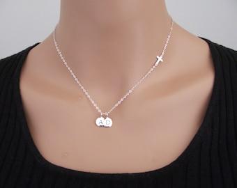 Serling argent 925 croix sur le côté deux lettre initiale collier, croix sur le côté charme pendentif, collier nom estampillé Dainty