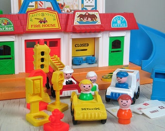 Vintage Fisher Price Play Family Main Street #2500