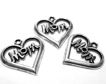 10 Mom charms antique silver heart pendants Mom heart charms 20mm x 20mm (DD5)