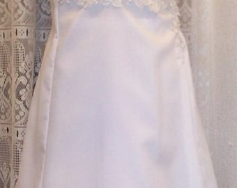 Dress for the bride on embroidered chantilly lace top White