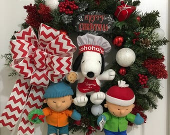Peanuts Gang Christmas/Holiday Wreath Featuring Charlie Brown, Snoopy and Linus Talking Hallmark Plush