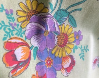 Vintage green and floral dress fabric ,Very  pretty Floral Spray Cotton Fabric, Vintage Dressmaking Fabric