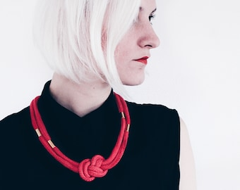 Rot & Gold - Knotted cord necklace in red with beads