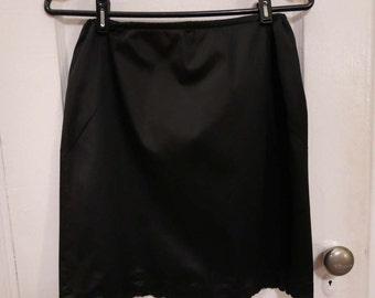 Vintage Van Raalte Black Nylon Simple Half Slip Size Medium with Scalloped Hem