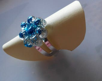 Flower ring with resin and glitter