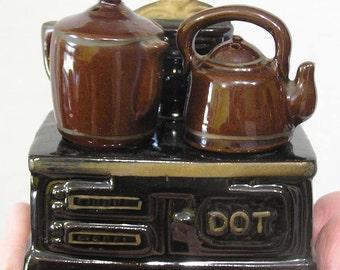 Vintage Pair Novelty Sal & Pepper Shakers Tea Kettle Coffeepot on Stove