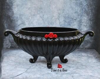Planter 1 Baroque Black Red Roses