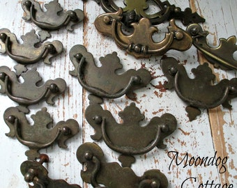 TWeLVe ViNTaGe DRaWeR HaNDLeS - ASSoRTeD SiZeS