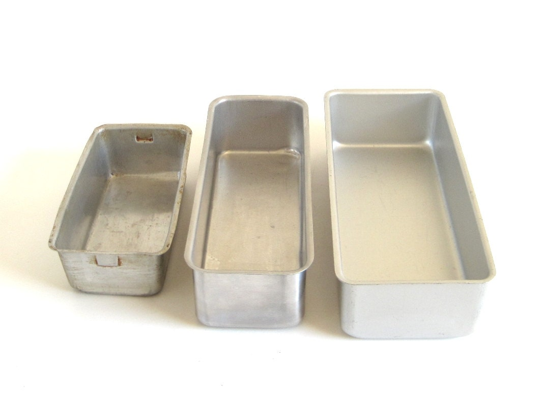 Loaf Pans Mirro 5196M Wearever 2773 Fruit Cake Pan Small