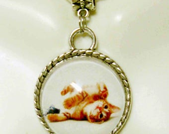 Orange tabby napping pendant with chain - CAP05-105