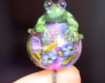 Green frog on butterly\flower 3D pod bead