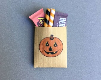 1:12 Scale Miniature Pumpkin Treat Bag Filled with Classic Halloween Candies, Halloween Miniature, Dollhouse Halloween
