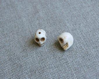 Set of 2 beads skulls, white Howlite gemstone skulls