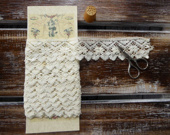 """Vintage cream Cluny lace 4 cms wide (1 1/2"""")"""