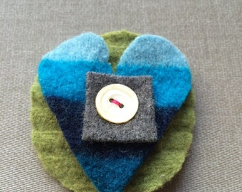 Recycled wool sweaters pin - green/blue/gray heart with white button