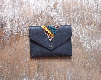 Ethnic coin purse with leather and wax (blue, yellow ochre, black and white)