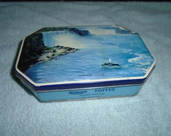 Vintage tin. Tin. Candy tin. England. english tin. England candy tin