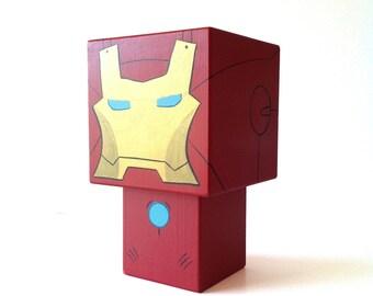 """Figurine cubique décorative en bois Super-Héros """"Ironman"""" (taille XL) - peinte à la main"""