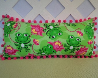 Green Frogs with Hot Pink Lily Pads Pillow / Frog Pillow / Green Frogs Pillow / Novelty Pillow / Accent Pillow