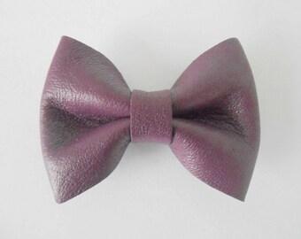 Plum bow genuine leather of 5.5 x 4 cm