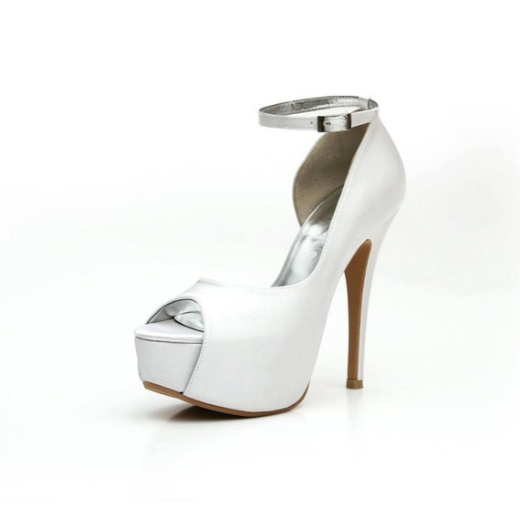 Wedding Shoe With Ankle Strap. Off White Wedding Shoe With