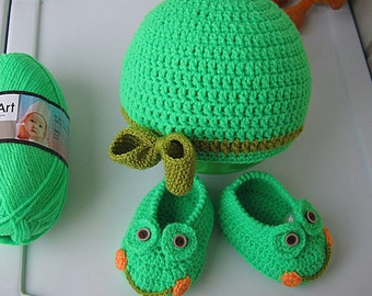"""Knitted hats and booties, knitted hats, shoes, green, """"Frog"""" gift idea for a child 5-15 m. Set of unisex, baby shoes, Ready to ship"""