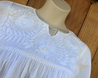 Mexican hand embroidered blouse peasant  bohemian 3/4 long sleeve blouse size Medium