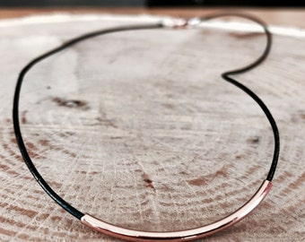 Leather necklace with rose gold metal curve