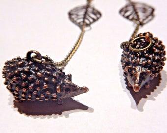 Hypoallergenic Long Hedgehog & Leaf chain drop earrings 4A