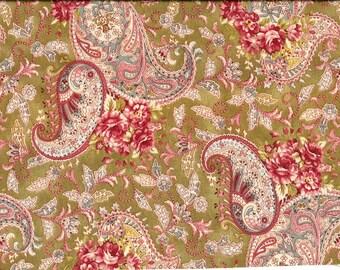 Tissu anglais romantique imprimé de fleurs et de cachemires roses et crème