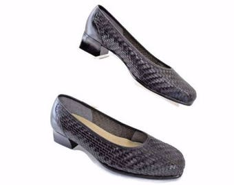 Naturalizer Size 8 Wide Duel Action  Foam Insole, Slip On, Leather