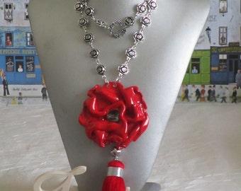 """RESERVE - Collier plastron pendentif  """"Pendentif moderne avec un pompon"""""""