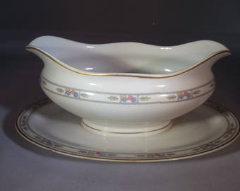 Orleans gravy boat with under plate